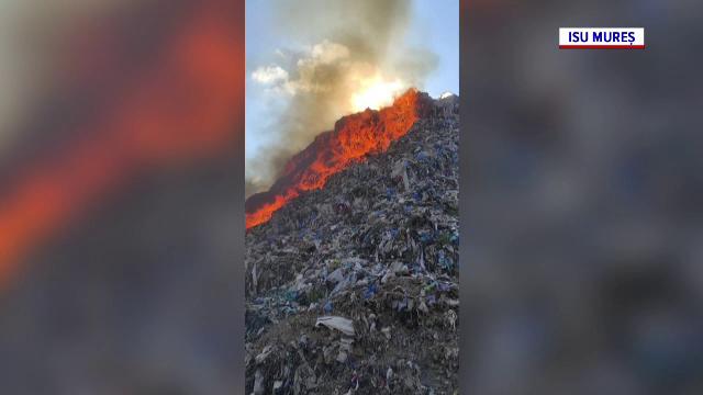 Arde groapa de gunoi din Sighişoara. Localnicii au primit un mesaj RO-Alert