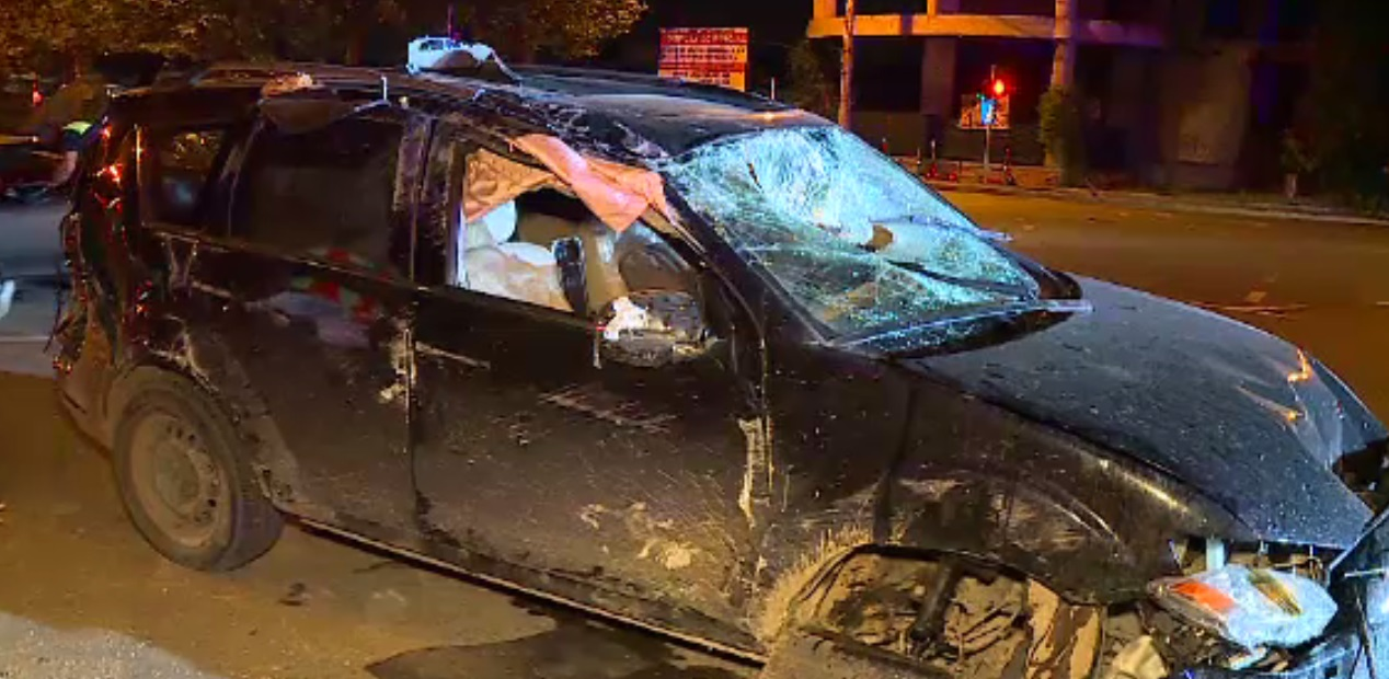 O mașină s-a răsturnat în București, după ce s-a ciocnit cu un Ferrari. A fost implicat și Alin Petrache, șeful FRR