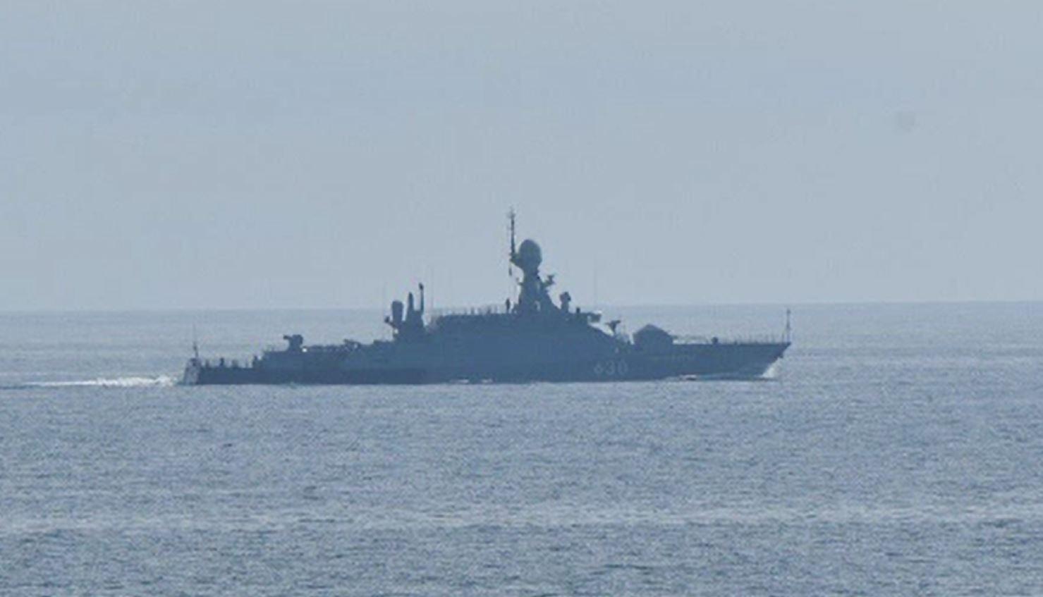 """Noi tensiuni în Marea Neagră. Țările de Jos acuză Rusia că i-a """"hărțuit"""" o navă cu avioane de vânătoare"""