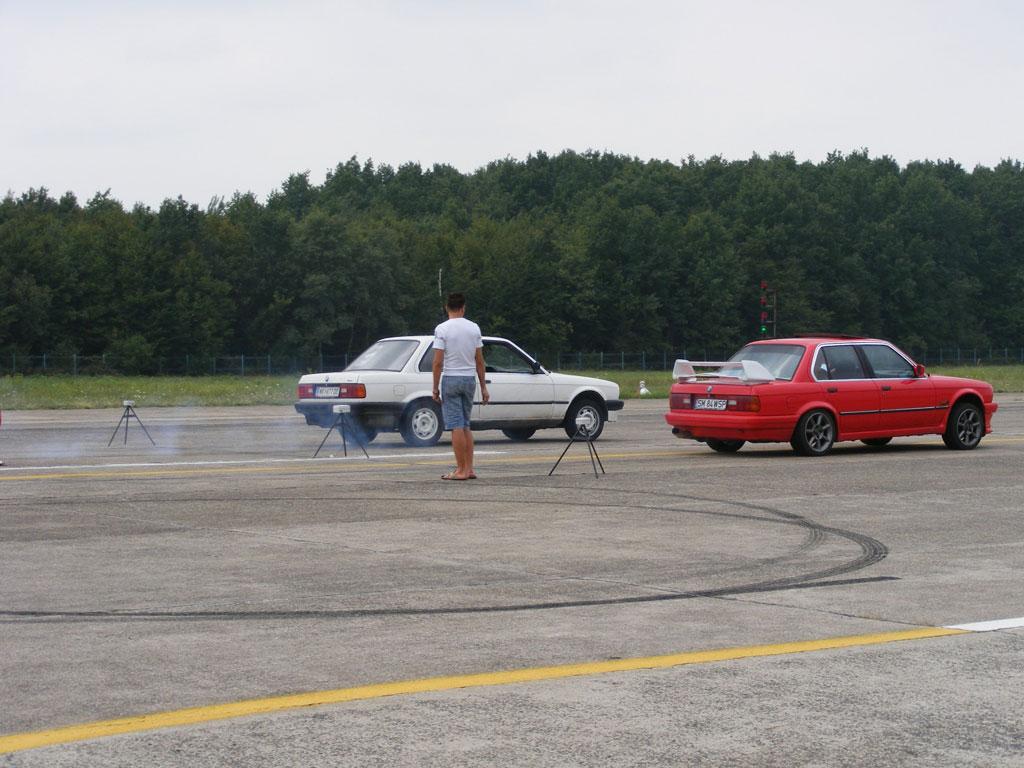 Manelistul Adi de la Valcea, concurent la o cursa de masini... legala!