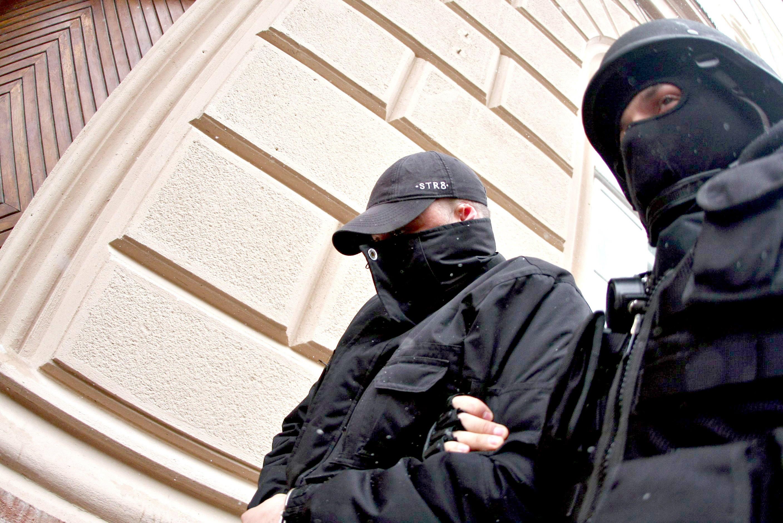 Trei traficanti de droguri din Brasov, saltati de politie