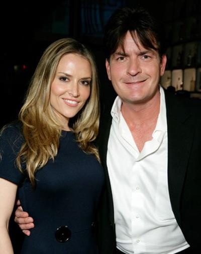 Revista presei: Charlie Sheen divorteaza de Brooke Mueller