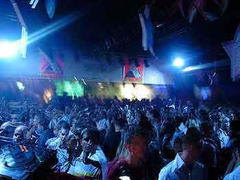Cum au fost identificati hotii din Arad: isi dadeau dedicatii in discoteca