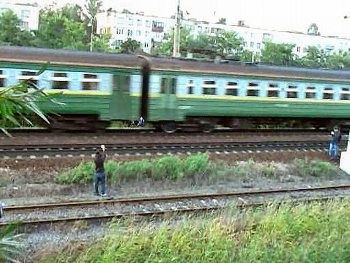 5 romani au batut un controlor de tren bulgar care nu i-a lasat sa fumeze