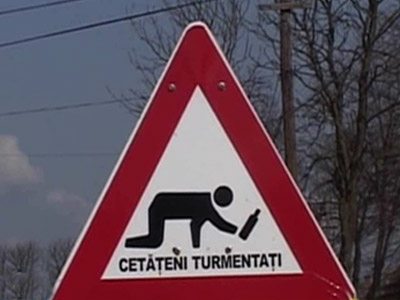 Inedit in Romania!Indicatoare pe care scrie