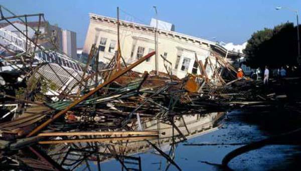 Exista viata dupa cutremur: Materialele proaste duc la ruina blocuri noi