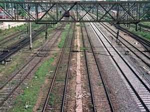 Hotii de fier vechi, in actiune: au furat 1 km de sina de cale ferata
