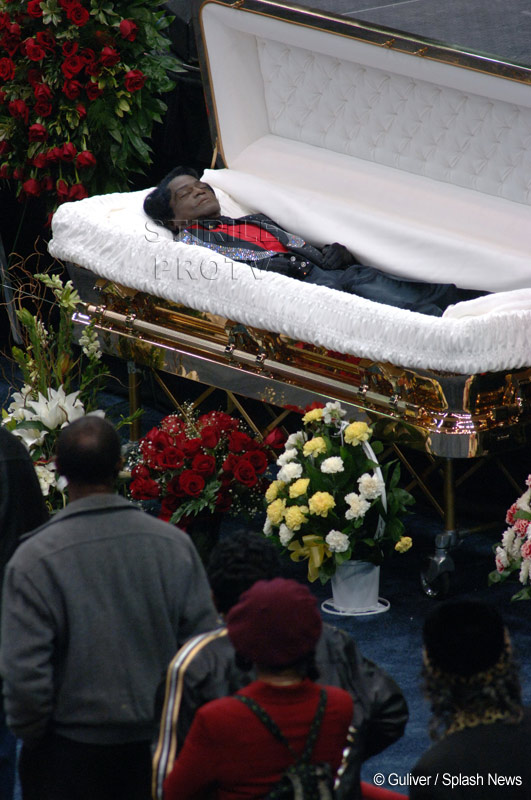 Cadavrul lui James Brown a fost furat ca sa se evite o autopsie!