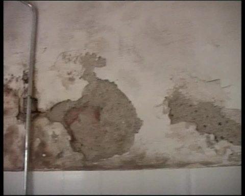 Trei copii au fost raniti dupa ce bucati de tencuiala de pe o cladire din Cluj au cazut peste ei