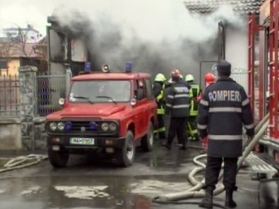 Explozie urmata de un incendiu la un service auto din Sibiu! Un om a murit