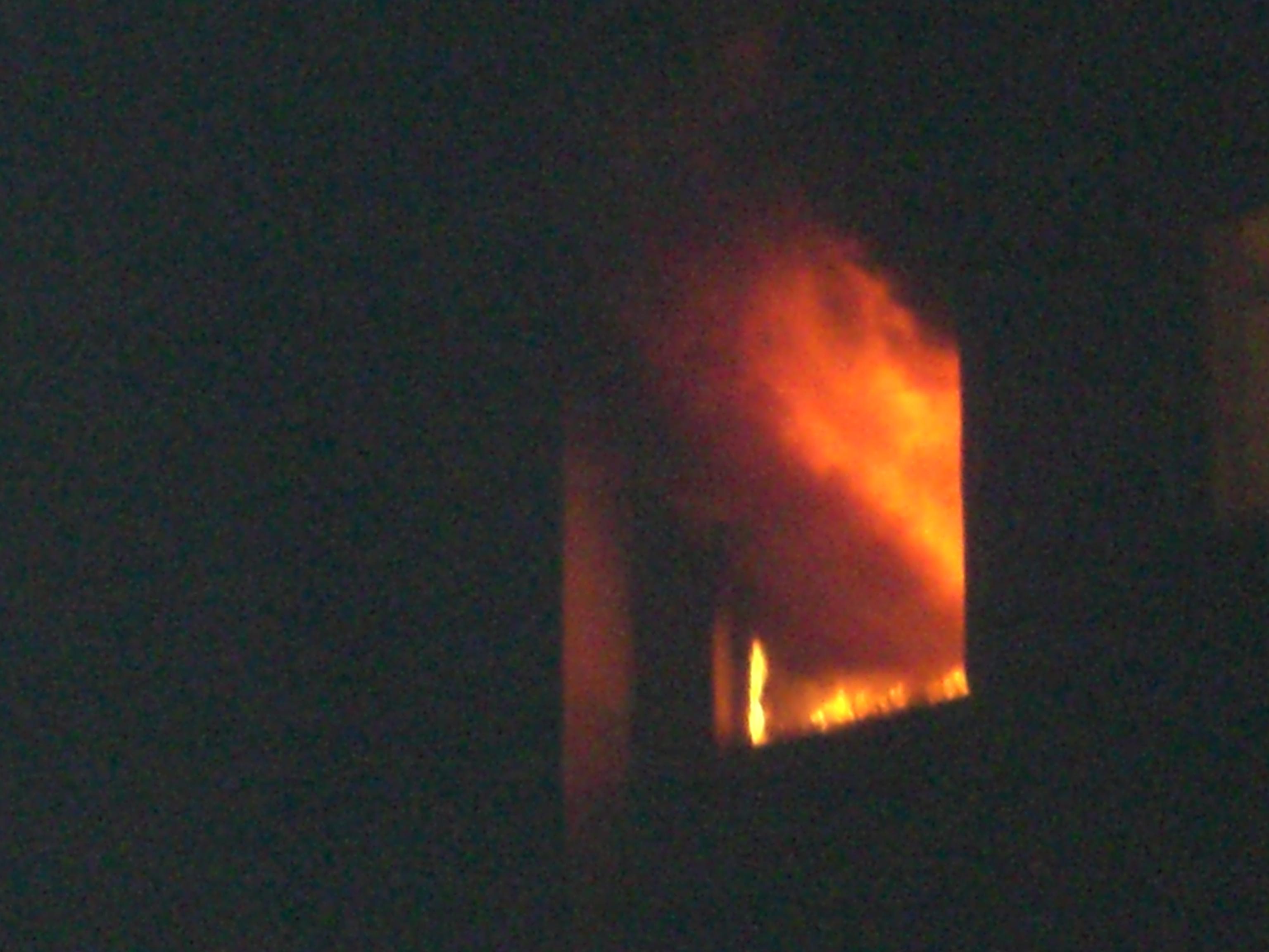 Service auto, distrus de un incendiu violent. Paguba de un milion de euro