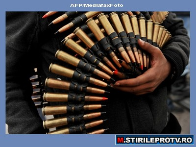 Imagini spectaculoase din Libia. Rebeli anti-Ghaddafi, care se cred