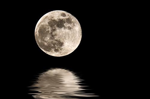 Coincidenta sau nu? Super Luna a inceput sa zguduie deja Terra