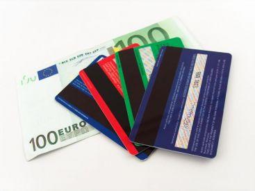 Autoritatile din SUA acuza un aradean de fraude bancare de 180.000 dolari prin furt de identitate