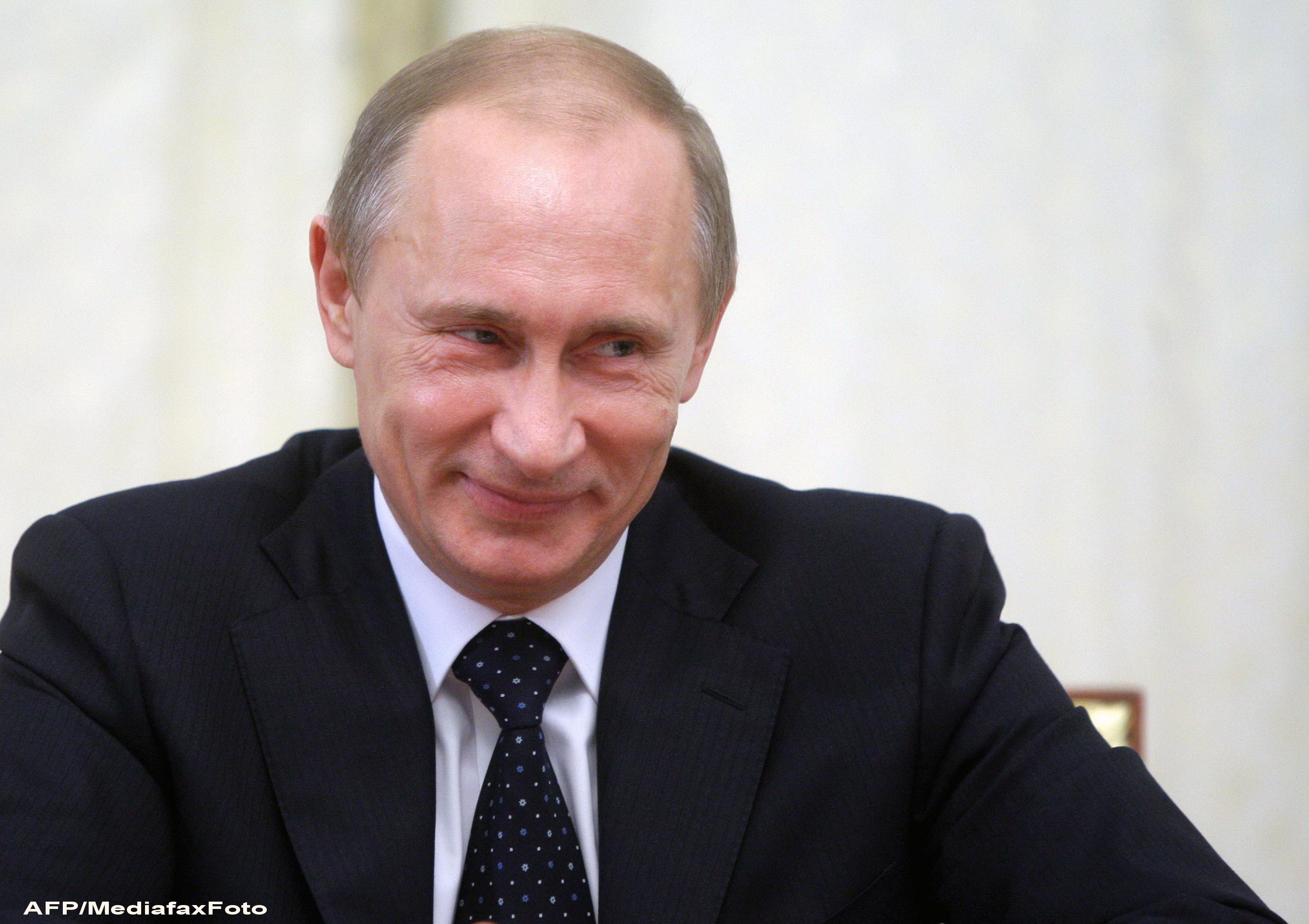 Sky News: Mii de functionari publici din Rusia vor primi bani sa-l voteze de mai multe ori pe Putin