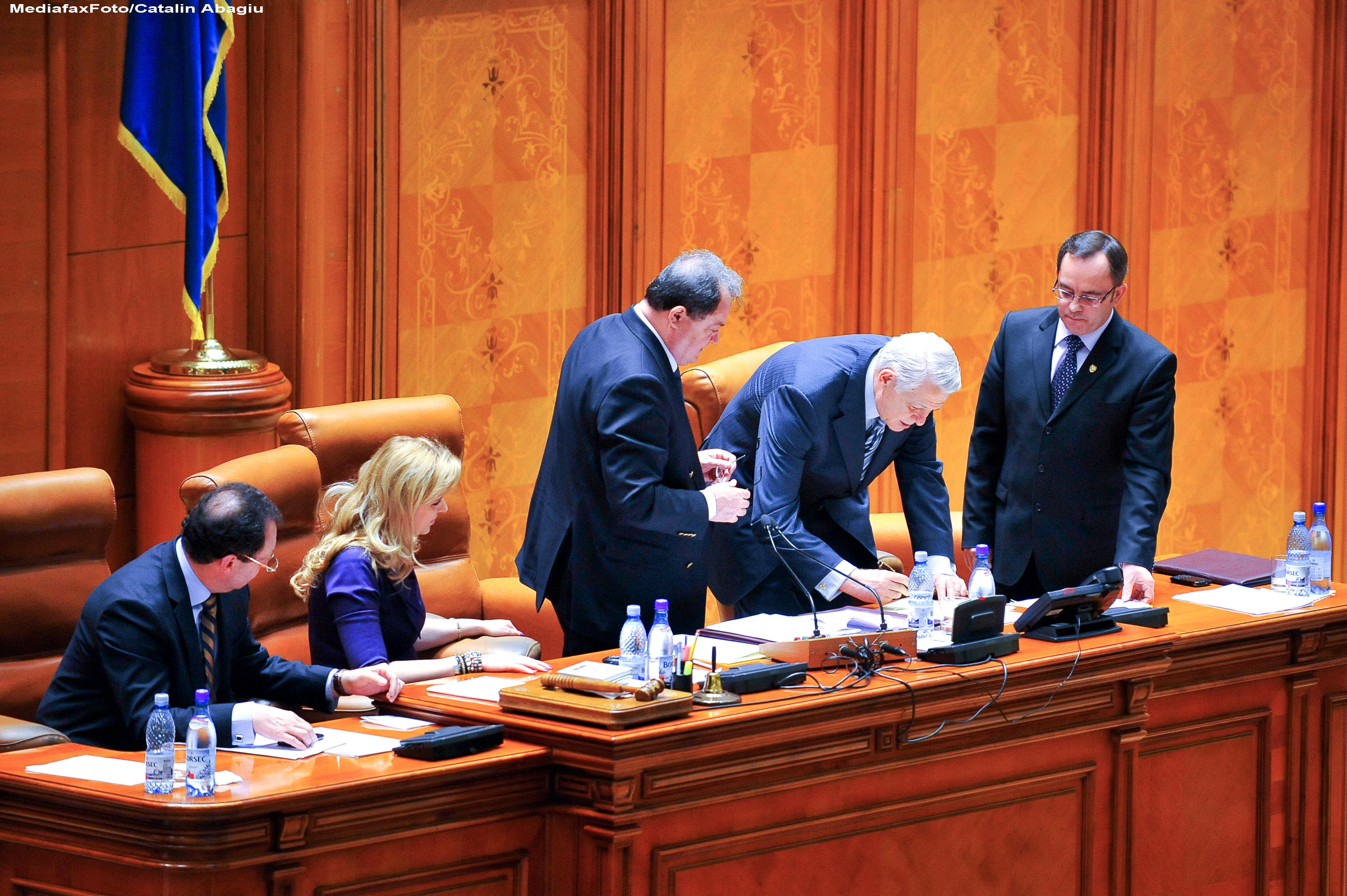 Directorul SIE, Teodor Melescanu, si-a anuntat demisia din Senat: