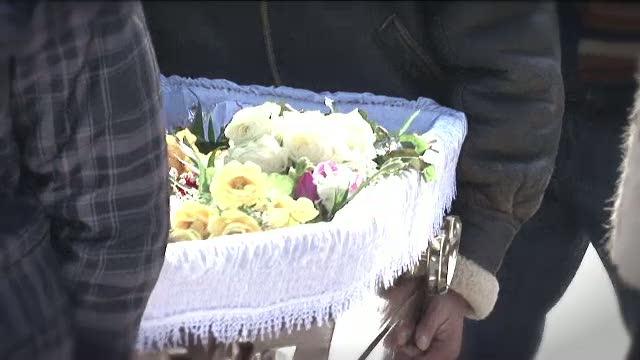 Lacrimi si flori, pentru doua suflete nevinovate: Florina si Mariana, femeile asasinate la coafor