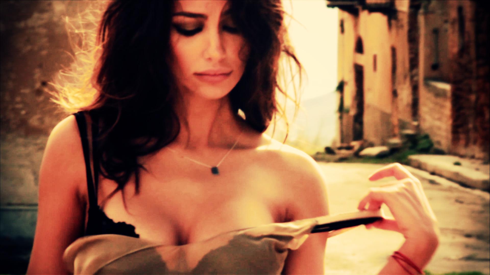 Secretele uneia dintre cele mai frumoase romance. Madalina Ghenea intr-un pictorial marca The One