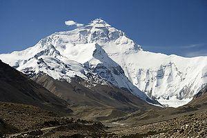 Cel putin 12 morti in urma unei avalanse din Everest