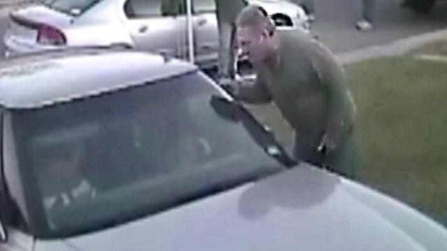 Un avocat de divorturi american, filmat de camere in timp ce il jefuia pe sotul clientei sale