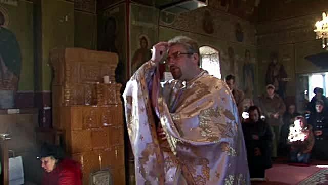 Preotul acuzat ca a furat clopotul unei biserici din Dambovita este respins de enoriasi
