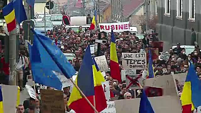 Aproape 2.000 mii de oameni au protestat in Reghin. Se tem ca viitoarea fabrica de clei ii va otravi