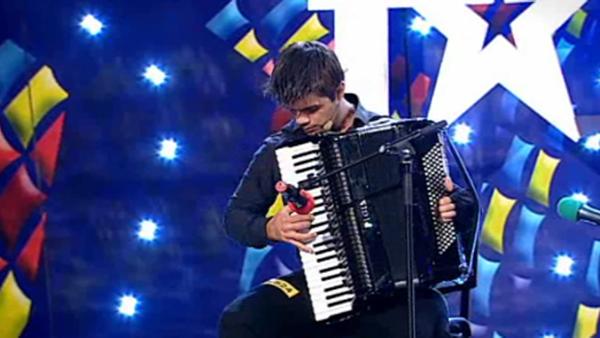 ROMANII AU TALENT. Ghenadie Rotari, studentul cu acordeon pe care Andi l-a comparat cu R. Galliano