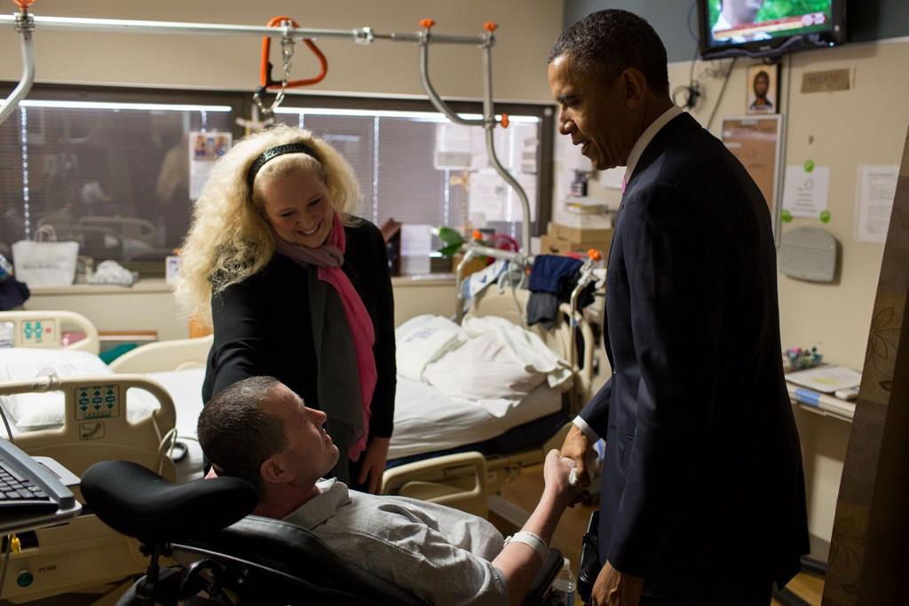Presedintele Obama a vizitat un militar roman ranit in Afghanistan
