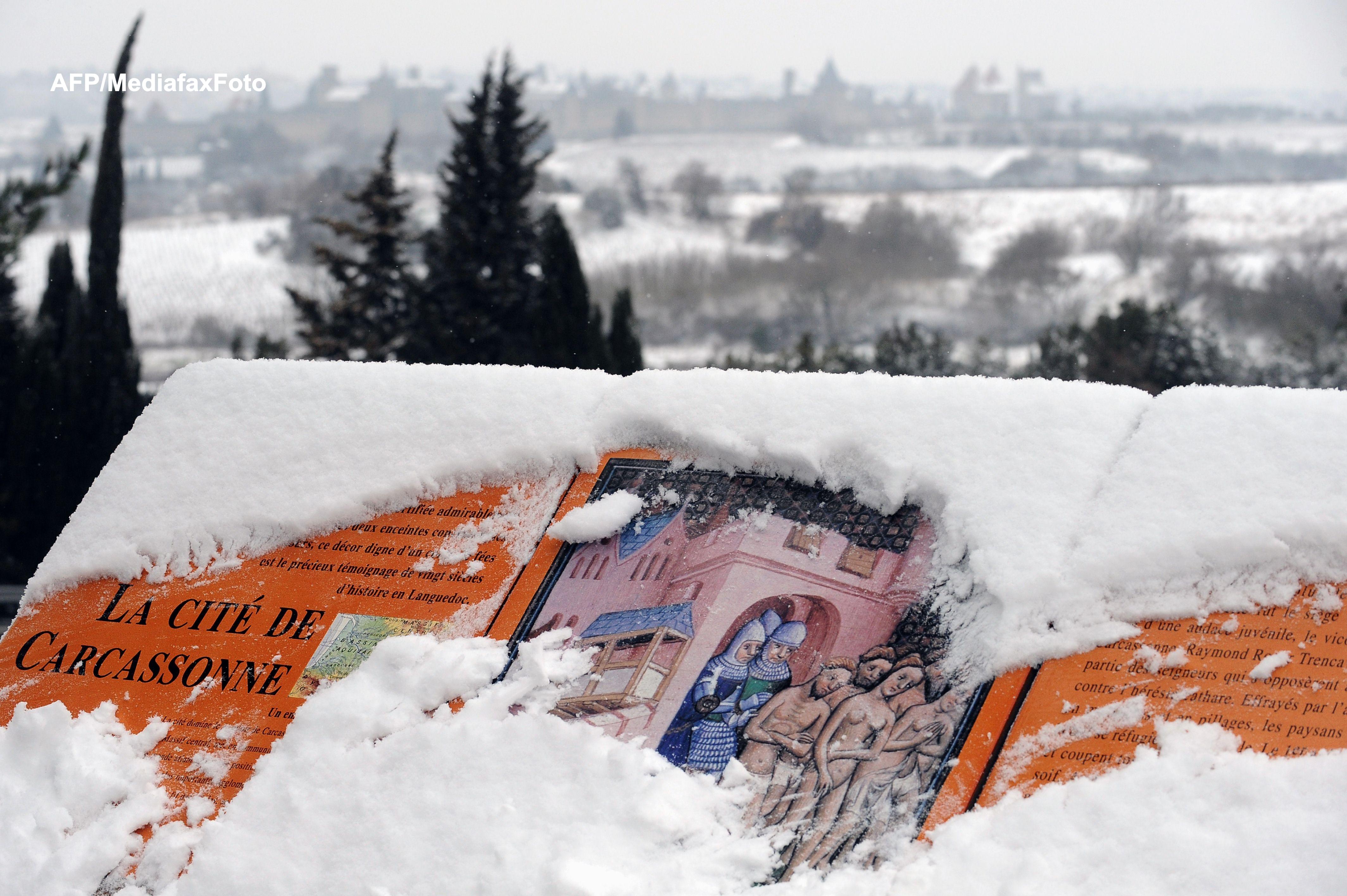 Peste 68.000 de case nu au electricitate in vestul Frantei. Zeci de vehicule sunt blocate in nameti