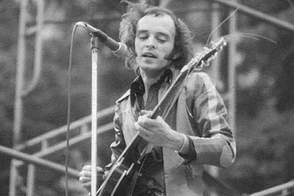 Doliu in lumea muzicii. Cunoscutul chitarist Peter Banks a fost gasit mort in locuinta din Londra