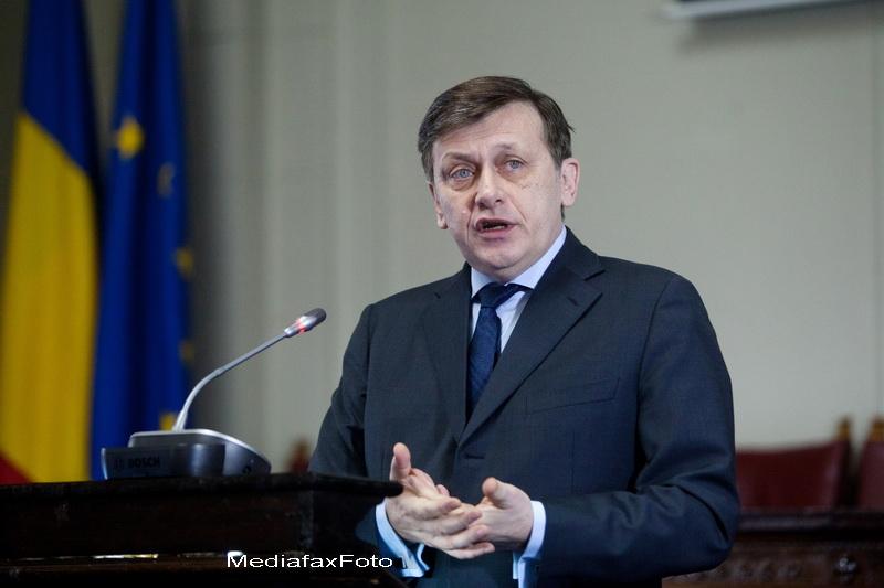 Crin Antonescu ii raspunde lui Traian Basescu: E iresponsabil sa vorbesti despre tradare nationala