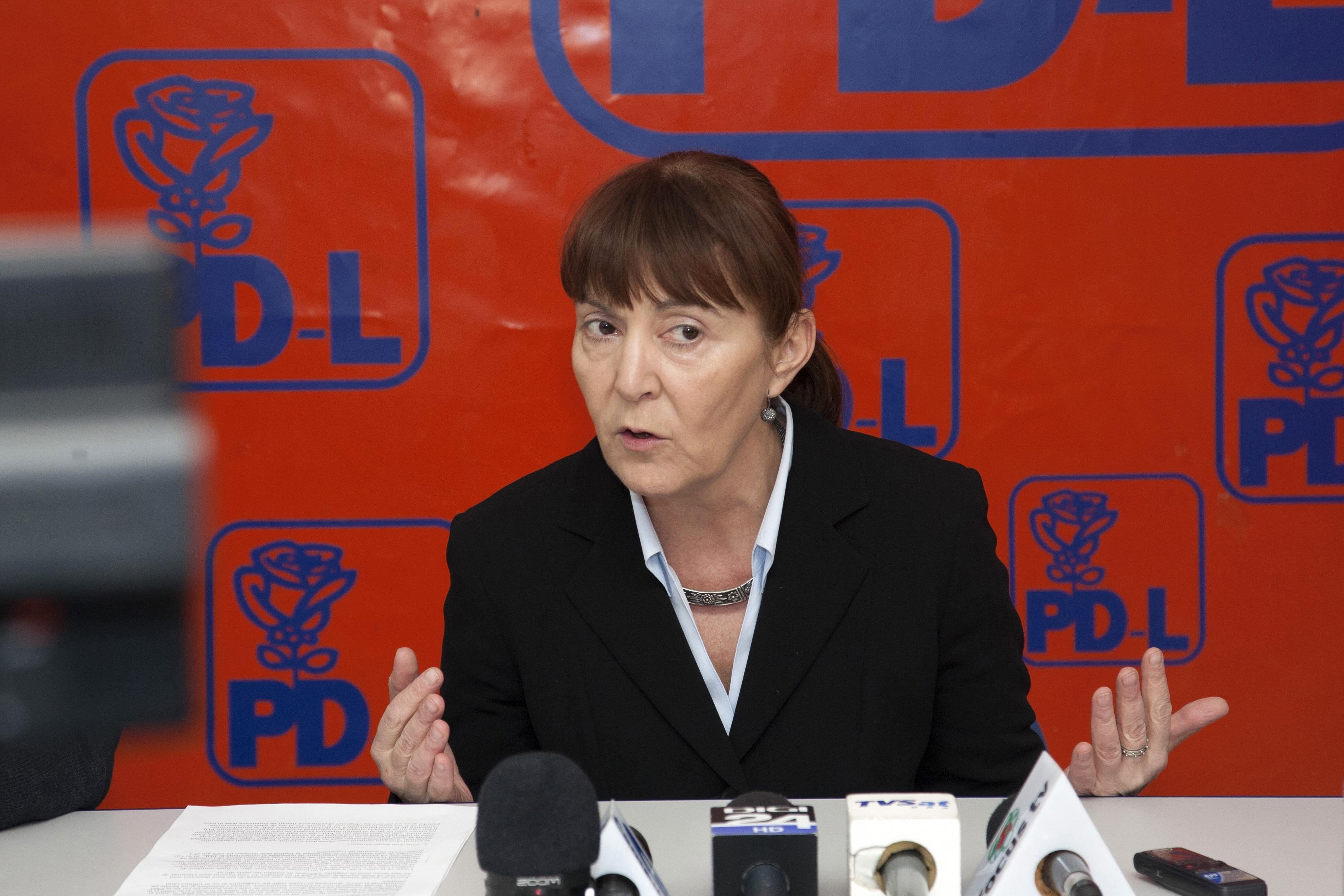 Monica Macovei cere sanctionarea deputatilor PDL care au votat pentru modificarea Codului penal