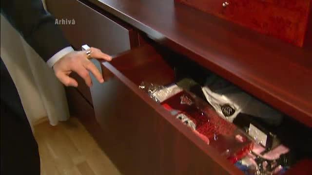 O menajera din Bucuresti a furat bijuterii de 27.000 de lei din casa familiei la care lucra