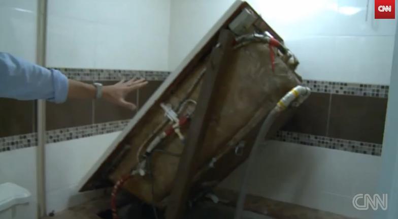 Usa secreta, sub cada de la baie. Metoda prin care Joaquin Guzman s-a ascuns 13 ani de politie
