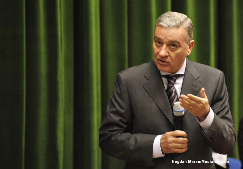Mircea Sandu renunta la presedintia onorifica a FRF: