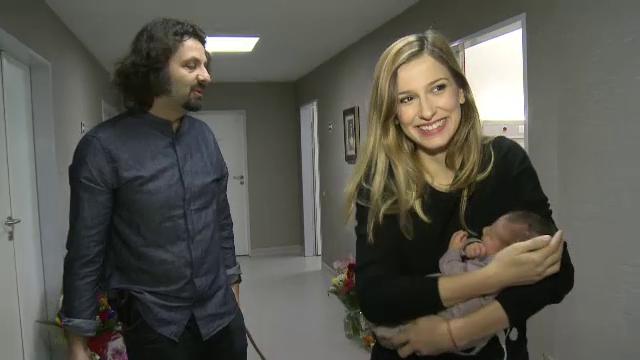 Dana Rogoz si baietelul ei au fost externati in ziua in care fusese programata initial operatia de cezariana