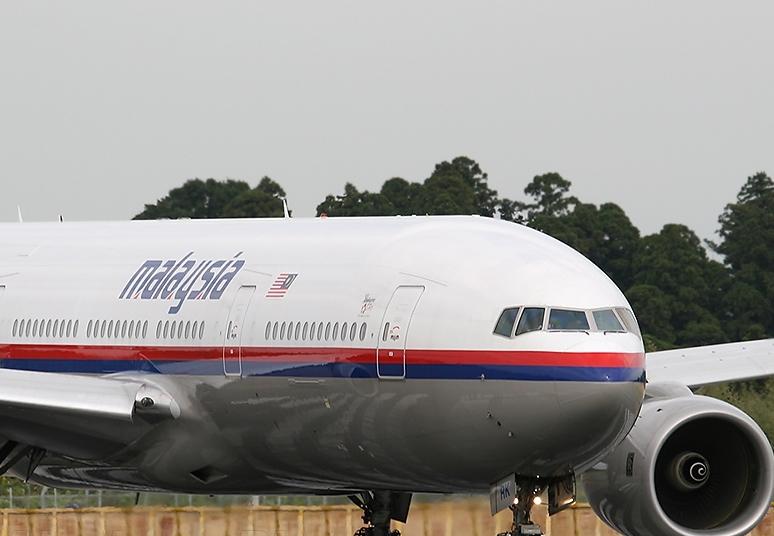 Un avion Malaysia Airlines a zburat aproape o ora in directia gresita. Explicatia confuza oferita de companie