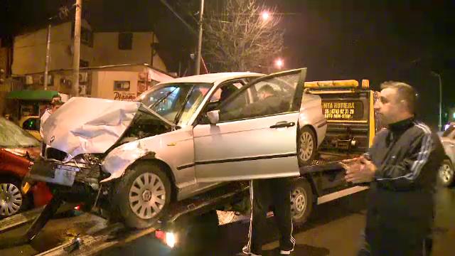 Patru masini distruse in Capitala din cauza unei soferite neatente. O persoana a ajuns la spital in urma accidentului
