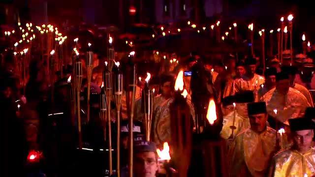 3.000 de pelerini si zeci de preoti, la o slujba speciala in Capitala. Oamenii s-au rugat la o icoana facatoare de minuni