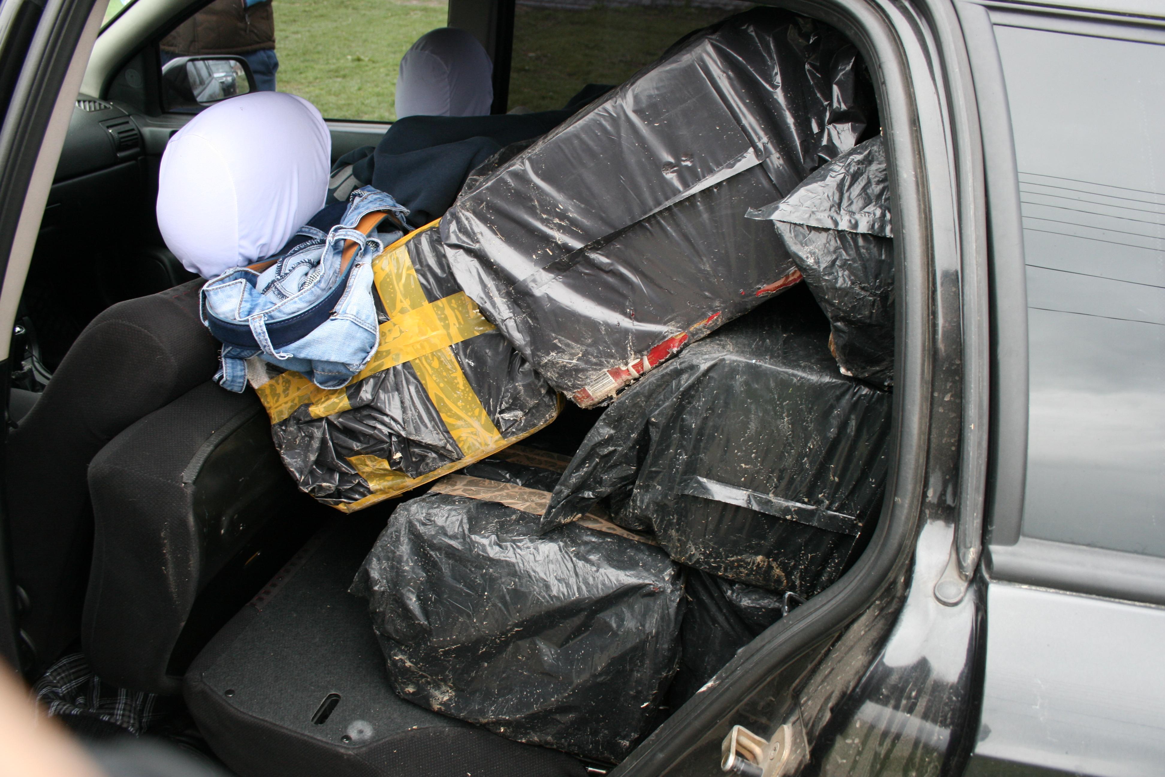 Aproape 4700 de pachete de tigari de contrabanda, descoperite in masina unui barbat din Timis