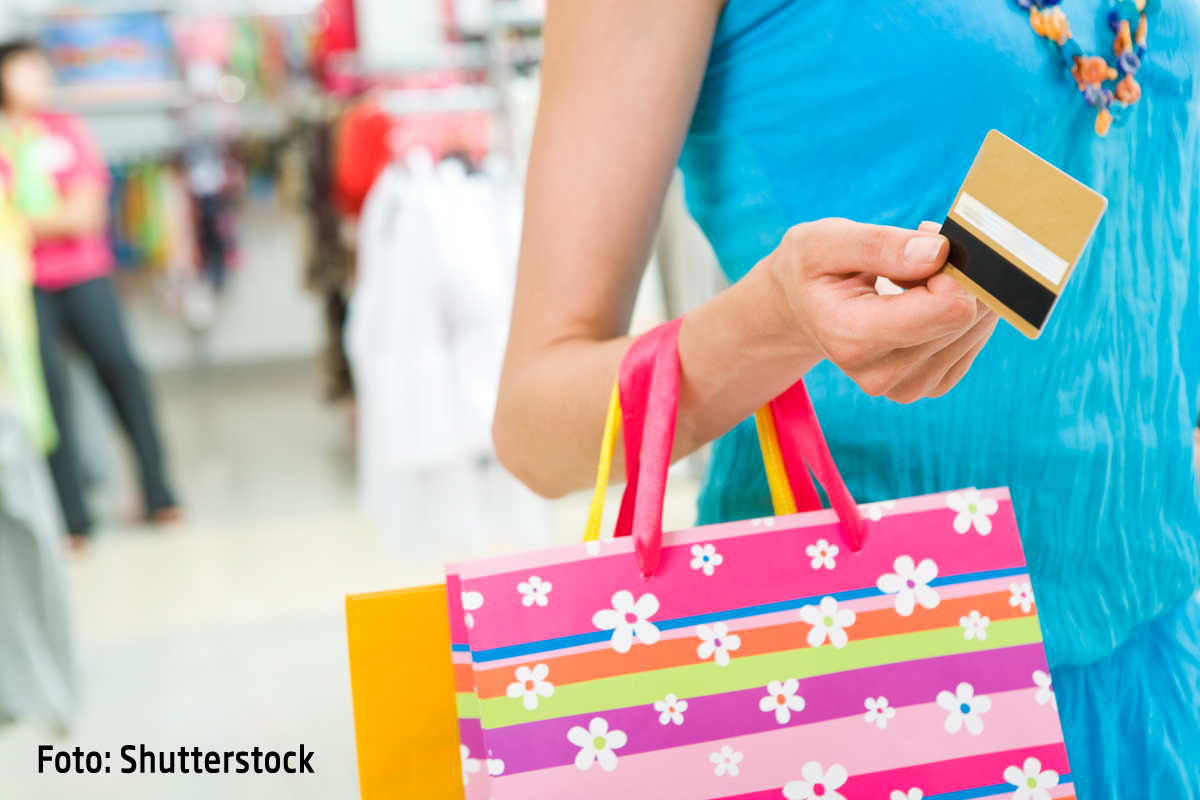 BLACK FRIDAY 2014: Reduceri la imbracaminte, incaltaminte, produse de machiaj si parfumuri