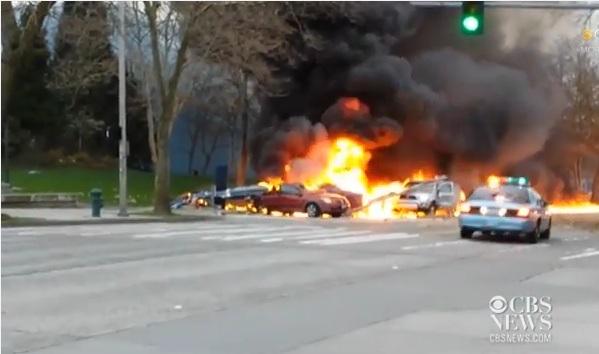 Un elicopter ce apartinea unui post de televiziune din Seattle s-a prabusit. Cel putin doua persoane au murit. VIDEO