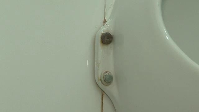 40.000 de euro pentru renovarea a doua toalete publice din Bistrita. Niciun obiect sanitar nu a fost insa schimbat