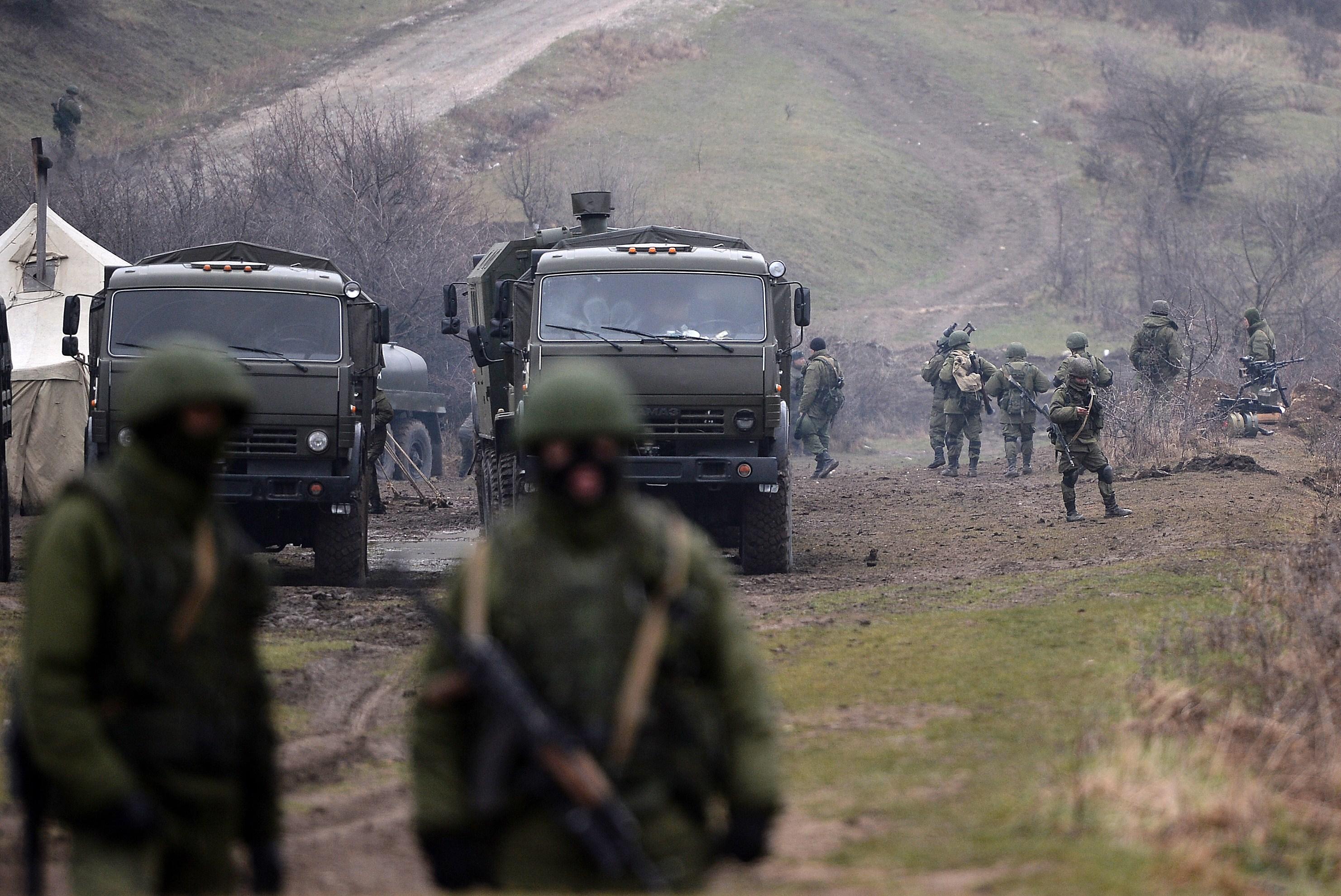 Criza in Ucraina. Kievul: Vom raspunde militar tentativelor de anexare a estului tarii. O nava de razboi, atacata in Crimeea