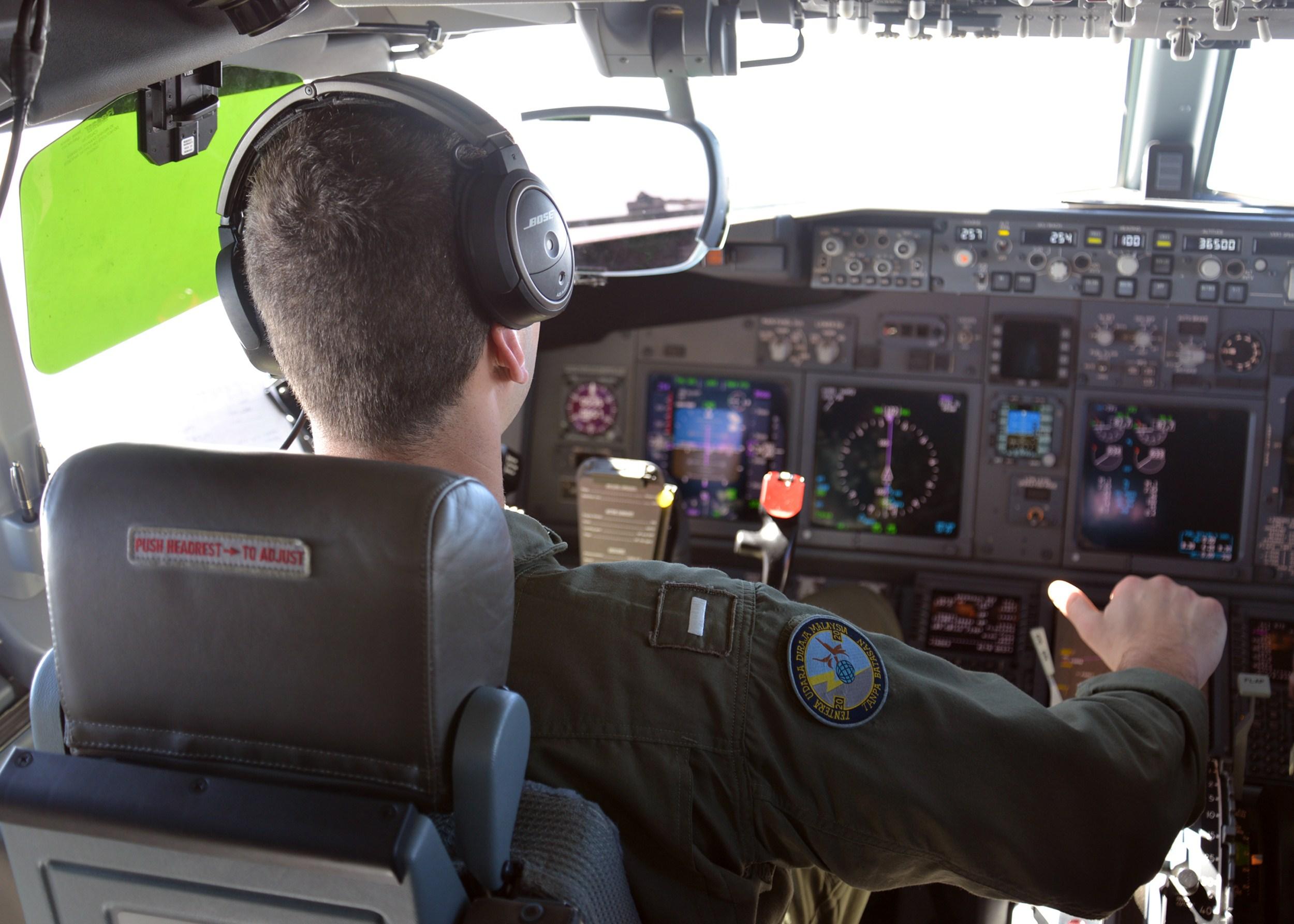 LOST. Avionul disparut din Malaysia ziua 14, UPDATE. Rudele pasagerilor chinezi acuza un