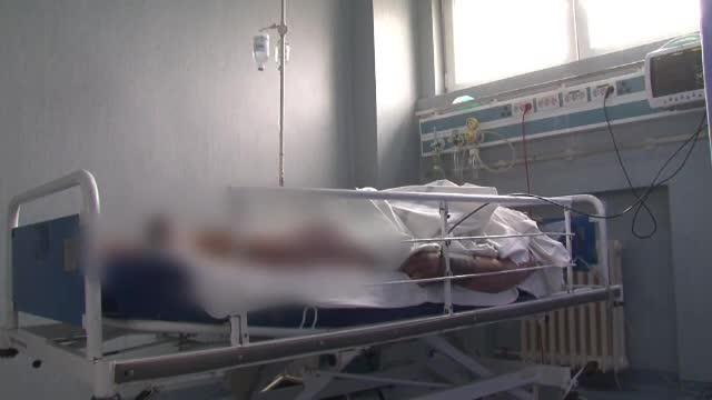 Final de cosmar pentru un barbat de 250kg. Abandonat de copii, si-a petrecut ultimii 8 ani imobilizat si atacat de sobolani