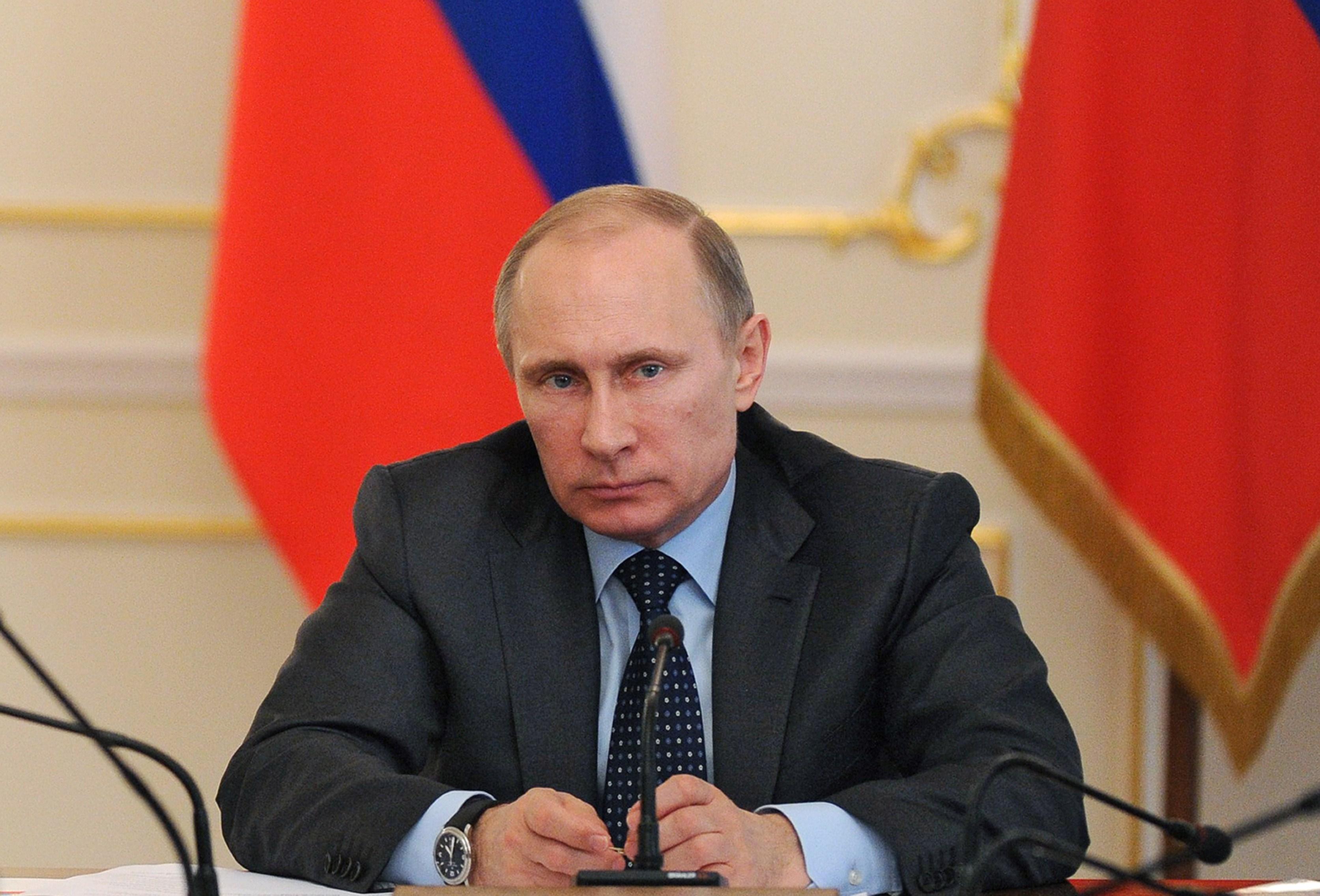 Vladimir Putin a instituit o lege prin care cei care vor blog au nevoie de autorizatii. Care sunt restul conditiilor
