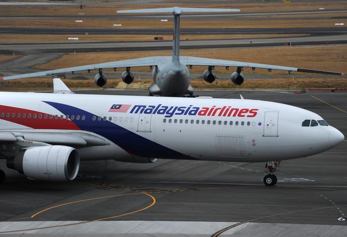 Un avion Malaysia Airlines, grav afectat de o serie de turbulente severe. Zeci de pasageri au fost raniti: FOTO
