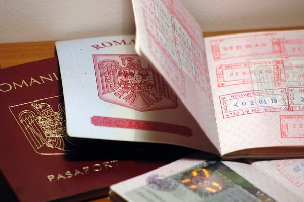 Fostul sef al serviciului de pasapoarte Dambovita, arestat preventiv. Cat cerea pentru a elibera pasapoarte false migrantilor