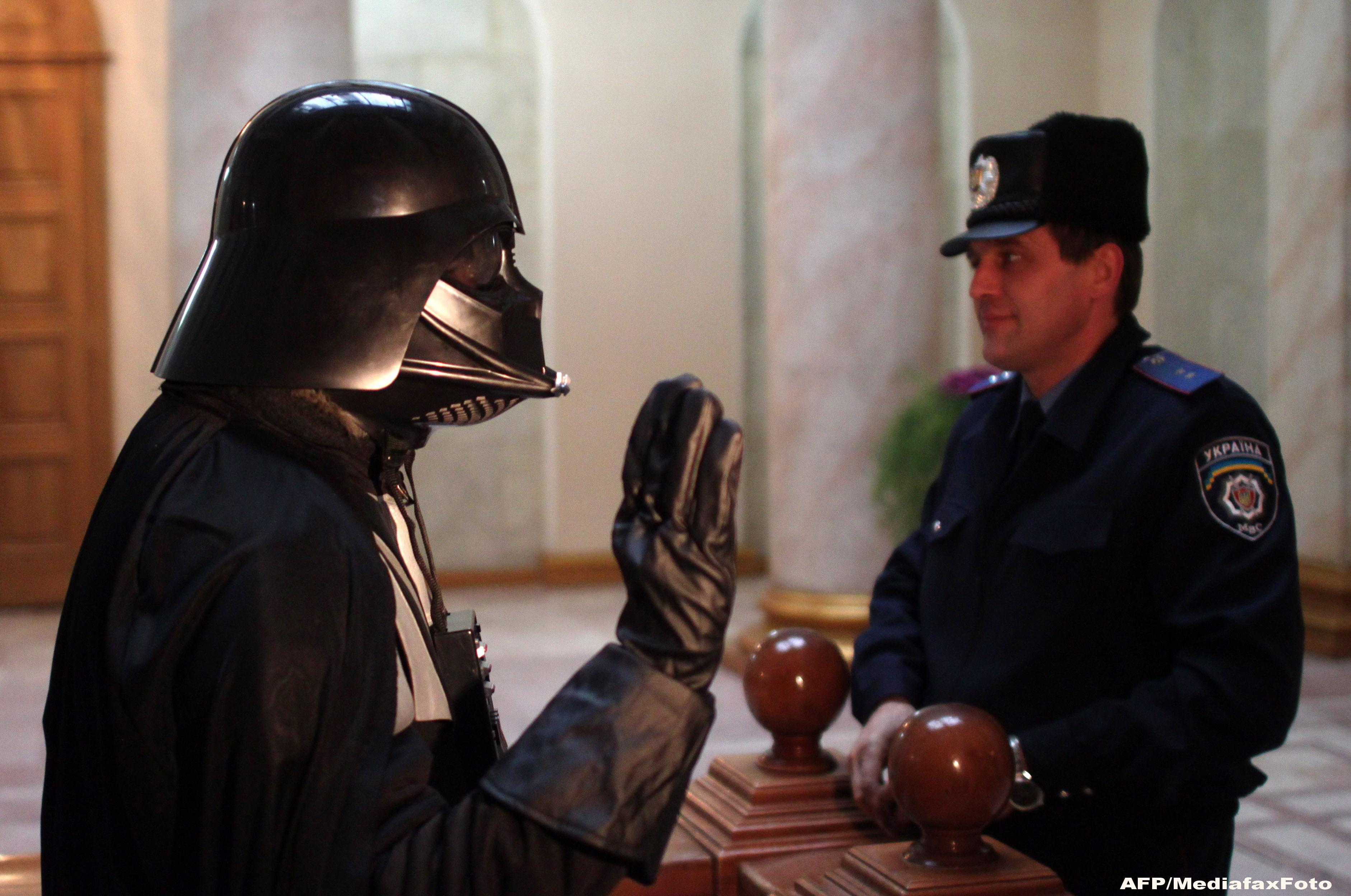 Conduce un imperiu galactic, dar nu are voie sa voteze la alegerile din Ucraina. Ce a patit Vader la Kiev